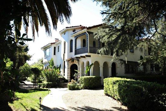 The Acacia Mansion