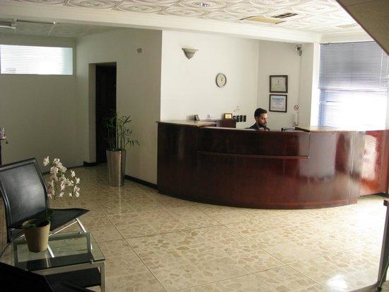 Apartotel  La Perla: Recepcion / Lobby