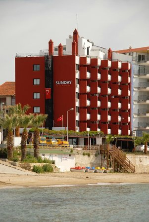 Sunday Beach Hotel: hotel denize 0 mesafede