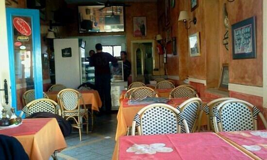 Angelo Blu: un endroit où on mange bien pour pas cher . Tres bonne cuisine tunisienne.