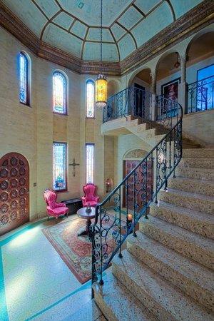 Acacia Mansion : Entryway