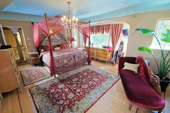 Acacia Mansion : The Red Lotus suite