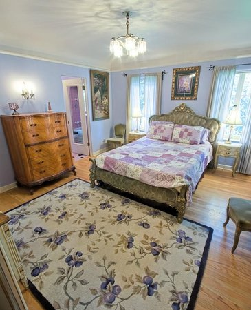 Acacia Mansion : The Lavender suite