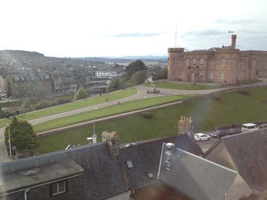 Craigside Lodge Guesthouse: vue de la chambre sur le château d'Inverness