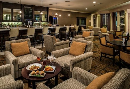 DoubleTree by Hilton Hotel Raleigh-Durham Airport at Research Triangle Park: Bar Area