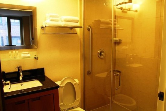 Fairfield Inn & Suites New York Manhattan/Fifth Avenue: Bathroom