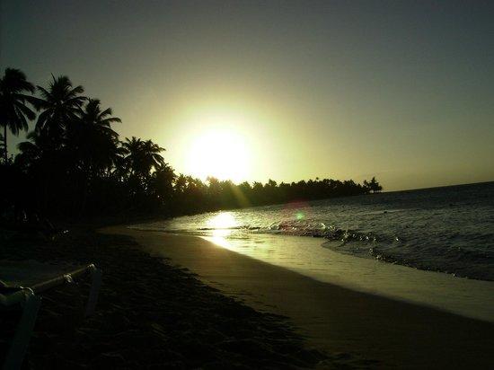 Grand Bahia Principe El Portillo: playa del hotel de noche
