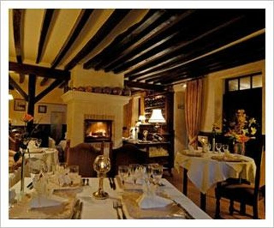 La Grange aux Loups: view of the dining room