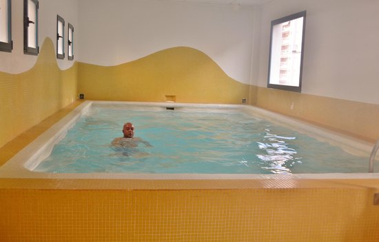 Hotel Principal: Inside swimming pool.