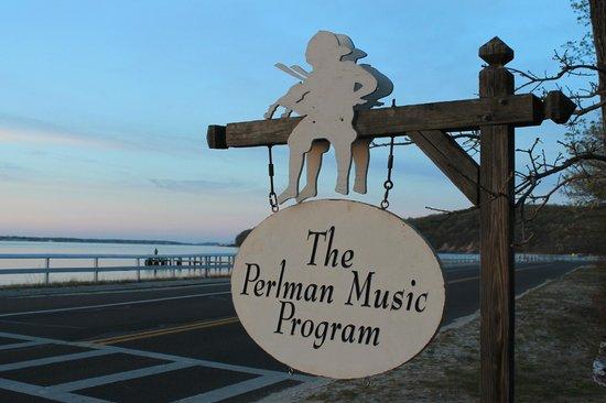 La Petite Maison: Perlman Music Program within walking distance