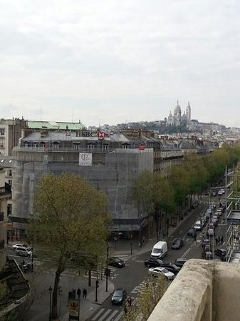 Libertel Gare du Nord Suede: A great view of Montmartre. Such a lovely sight.