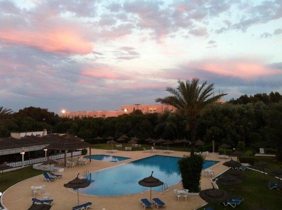Phebus: Coucher de soleil sur la piscine