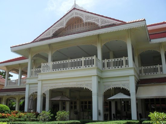 Wora Bura Resort & Spa: the beautiful building