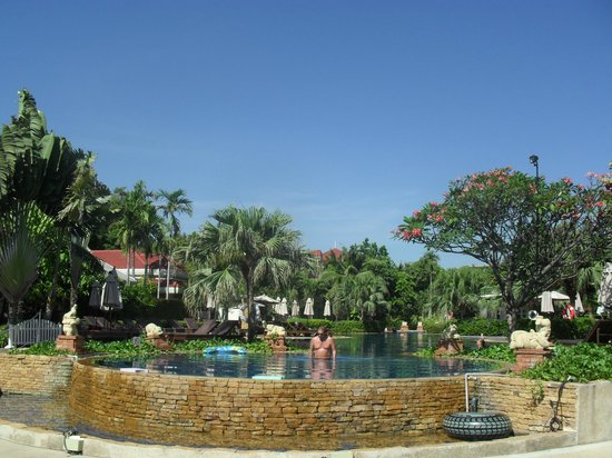 Wora Bura Resort & Spa: the pool