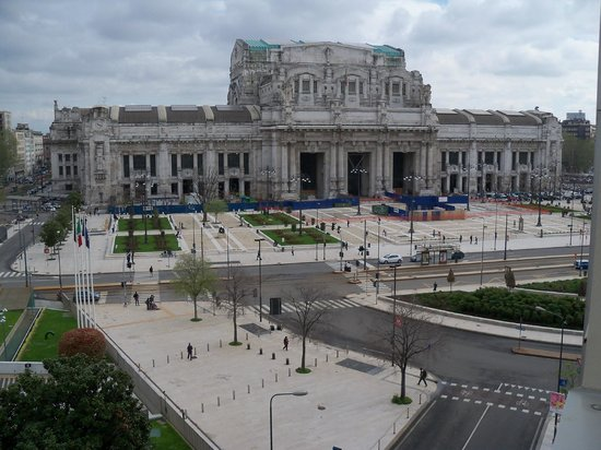 New York Hotel: This is the view of Milan Central Station, from my balcony