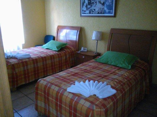 Asi Es Mexico Hosteria : habitación con 2 camas individuales