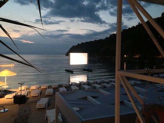 Hillside Beach Club: Movie on the Beach