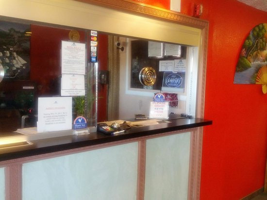 Americas Best Value Inn / East Albuquerque : Here's where you check in.