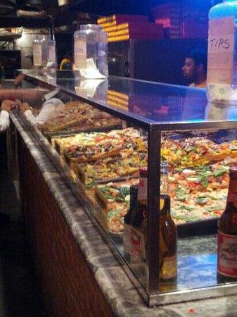 Pizza Rustica : vetrina di pizze