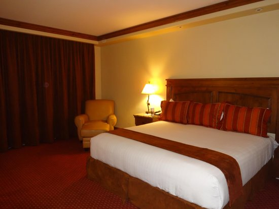 Tivoli Lodge: King bed