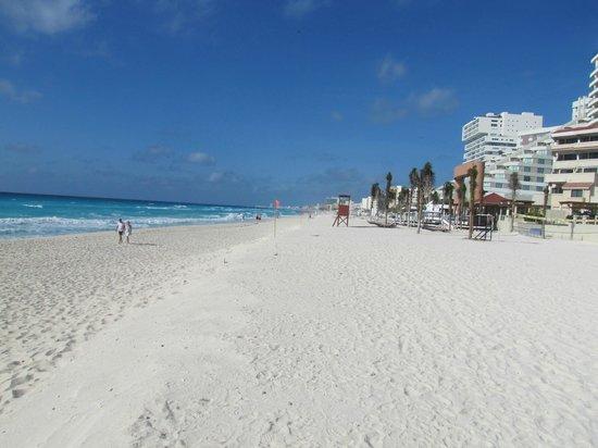 Beach Palace: Beach area