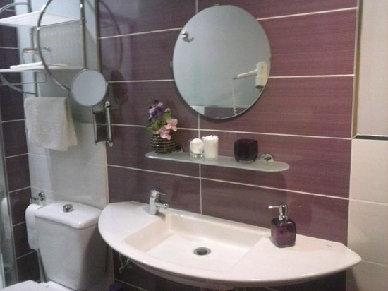 Pension San Nicolas: cuarto de baño en habitacion cuadruple