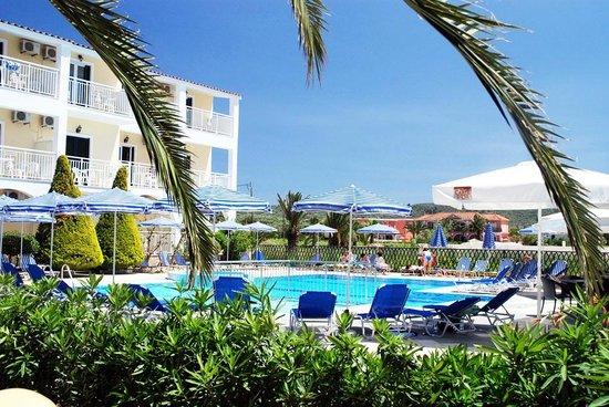 Danny's Hotel: pool area dannys