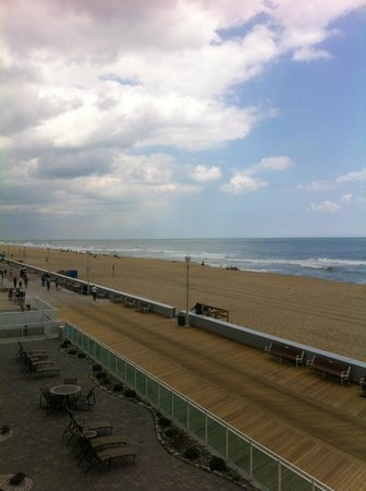 Courtyard Ocean City Oceanfront: View from 3rd floor balcony North