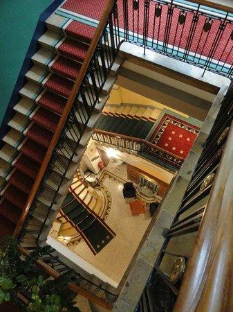 Art Deco Hotel Montana Luzern: Treppenhaus