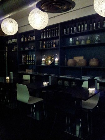 Portal Restaurant and Bar: Front bar area