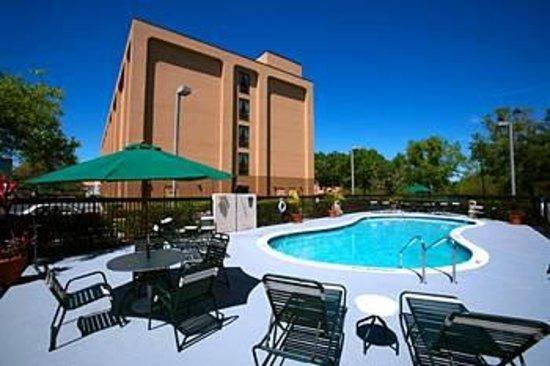 Hampton Inn Orlando International Drive/Convention Center: vista do fundo do hotel