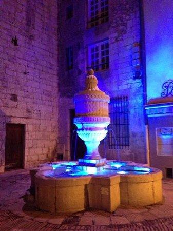 Ville medieval : bellissima fontana
