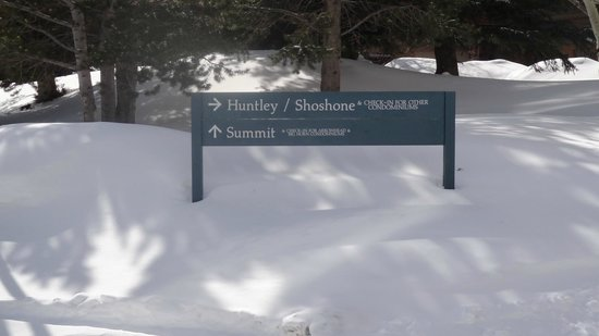Huntley Lodge: The sign board to huntley