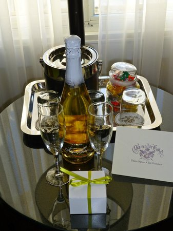 Chancellor Hotel on Union Square: Our welcome sparkling wine and chocolates as a honeymoon couple