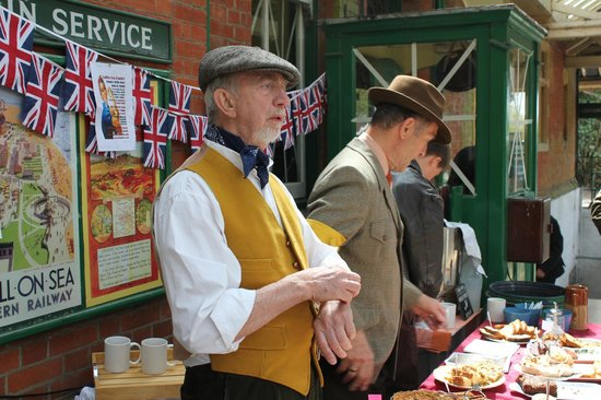 Bluebell Railway: Horsted Keynes 'Wartime' Cake Stall !