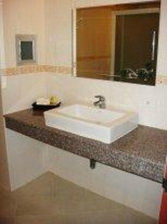 Tri Trang Beach Resort: Имеются туалетные принадлежности.