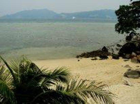 Tri Trang Beach Resort: Вид из номера.Прилив.