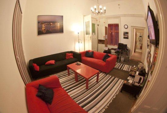 Barocco Hostel: living rm
