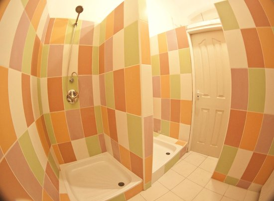 Barocco Hostel: bathroom 2