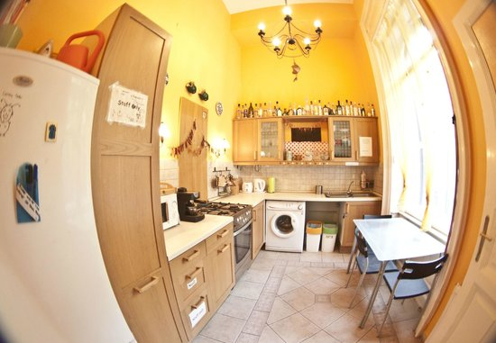 Barocco Hostel: kitchen
