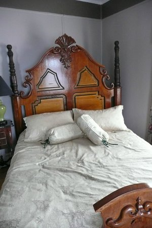 The Thorndyke Bed and Breakfast : Suite - full of antique furniture