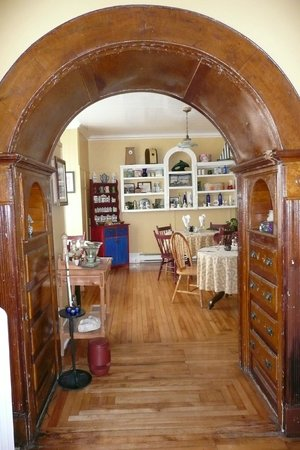 The Thorndyke Bed and Breakfast : Second dinning Area - love the wood work