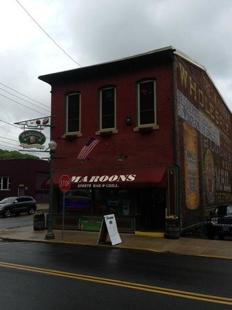 Maroon's: Easy to find on the main drag near the brewery
