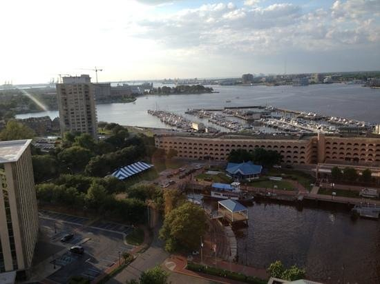 Renaissance Portsmouth-Norfolk Waterfront Hotel: This is what you call a room with a view