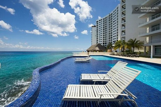 Cozumel's Condominios Marazul : Cooling off in the pool