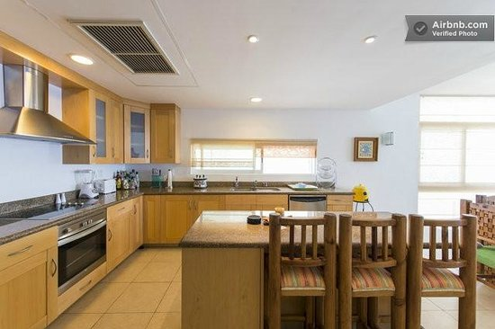 Cozumel's Condominios Marazul: Kitchen with breakfast bar
