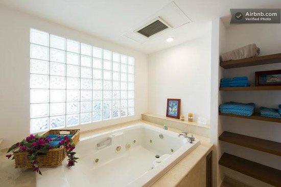 Cozumel's Condominios Marazul: Master jacuzzi (indoor)