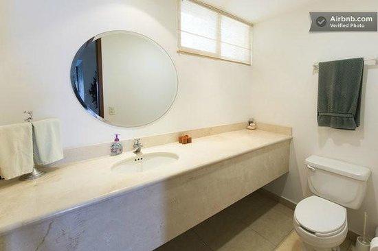 Cozumel's Condominios Marazul: Guest bathroom