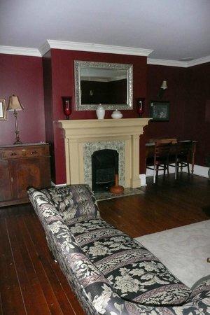 Sophia's Heritage Inn: Living Room