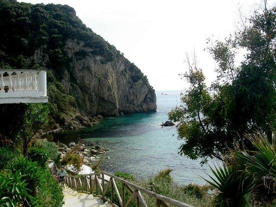 Mayor La Grotta Verde Grand Resort: Steps down to hotel beach